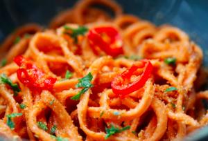 spaghetti-aglio-olio-e-peperoncino-croccanti